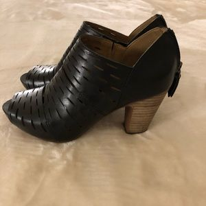 Black leather Clark heels!